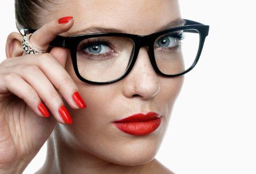 femeie ochelari 1
