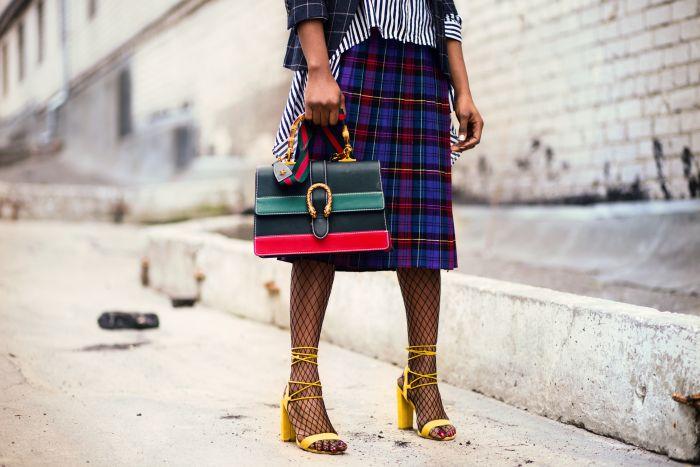 femeie tinuta de strada fashion