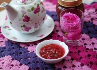 rosa-damascena-main bun