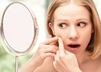 femeie acnee