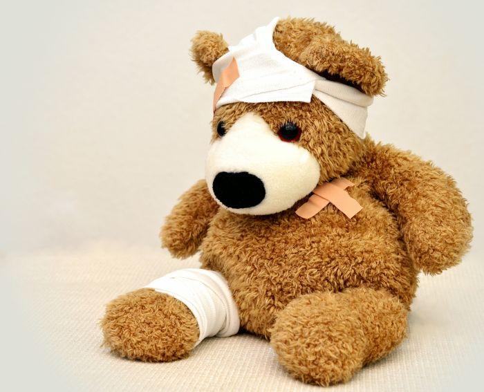 ursulet de plus bandajat la cap