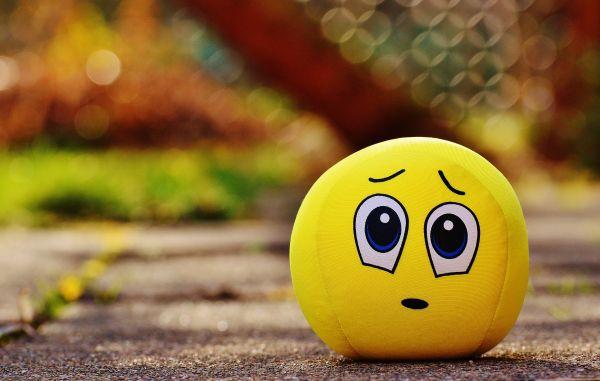emoticon galben fata trista