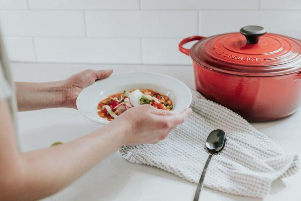 farfurie cu supa de pui si legume