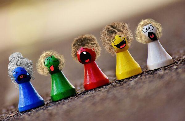 jucarii figurine din lemn