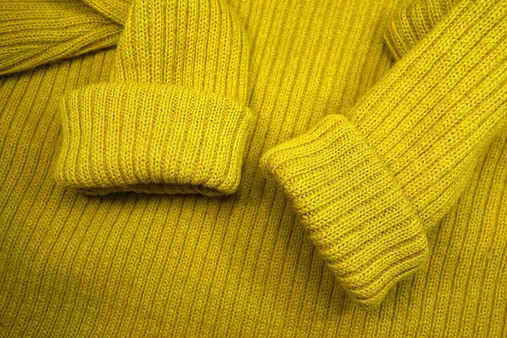pulover din lana de culoare galbena